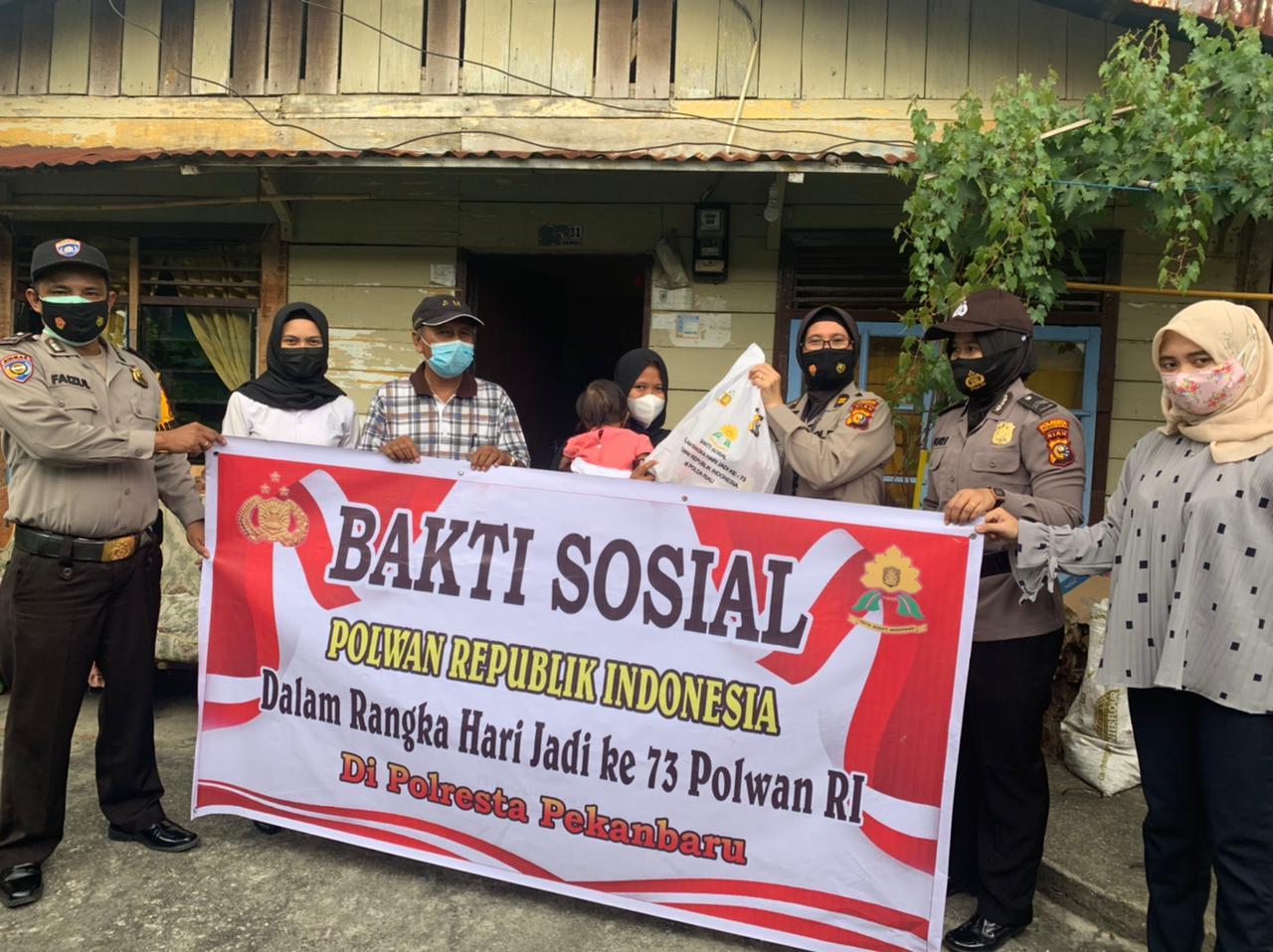 Polsek Limapuluh Bagikan Paket Sembako Dalam Rangka Menyambut Hari Jadi Polwan Ke-73