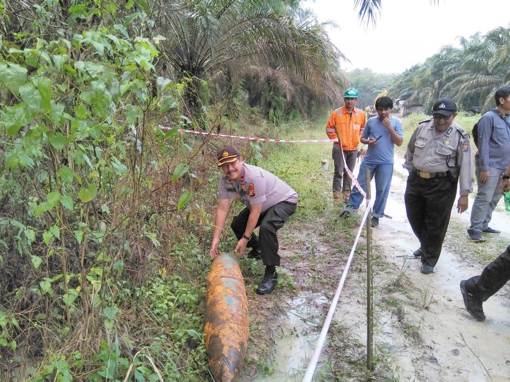 Lagi Bersihkan Lahan, Seorang Karyawan PT CPM Menemukan Benda Yang Diduga Mortil