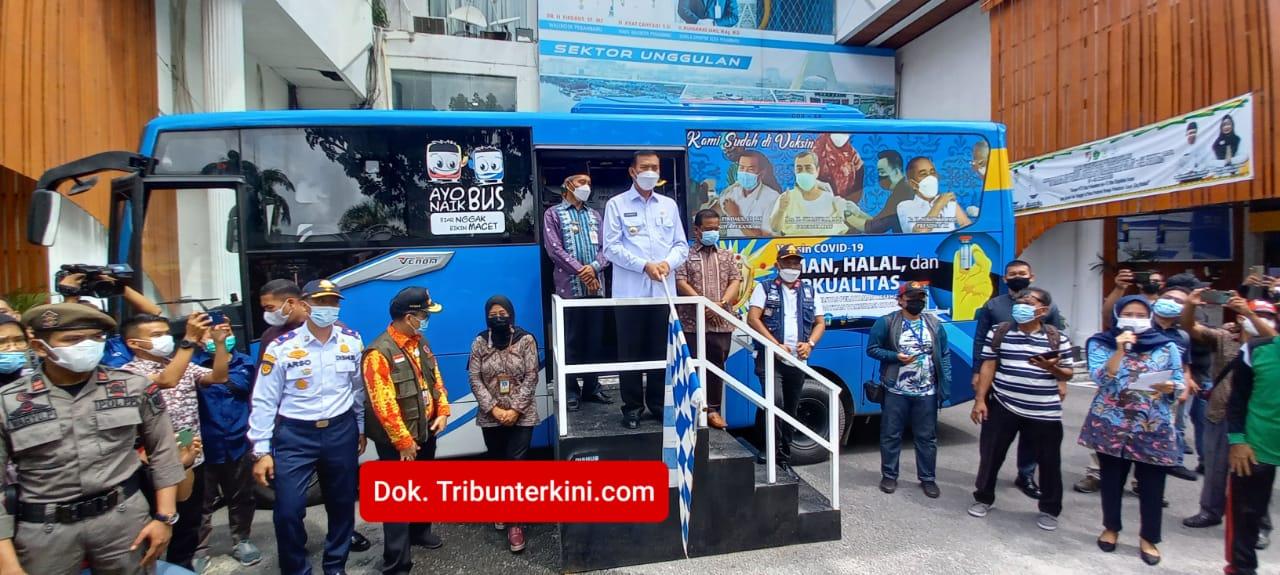 Dalam Upaya Menekan Penyebaran Covid-19, Wali Kota Pekanbaru Launching 5 Unit Bus Vaksinasi