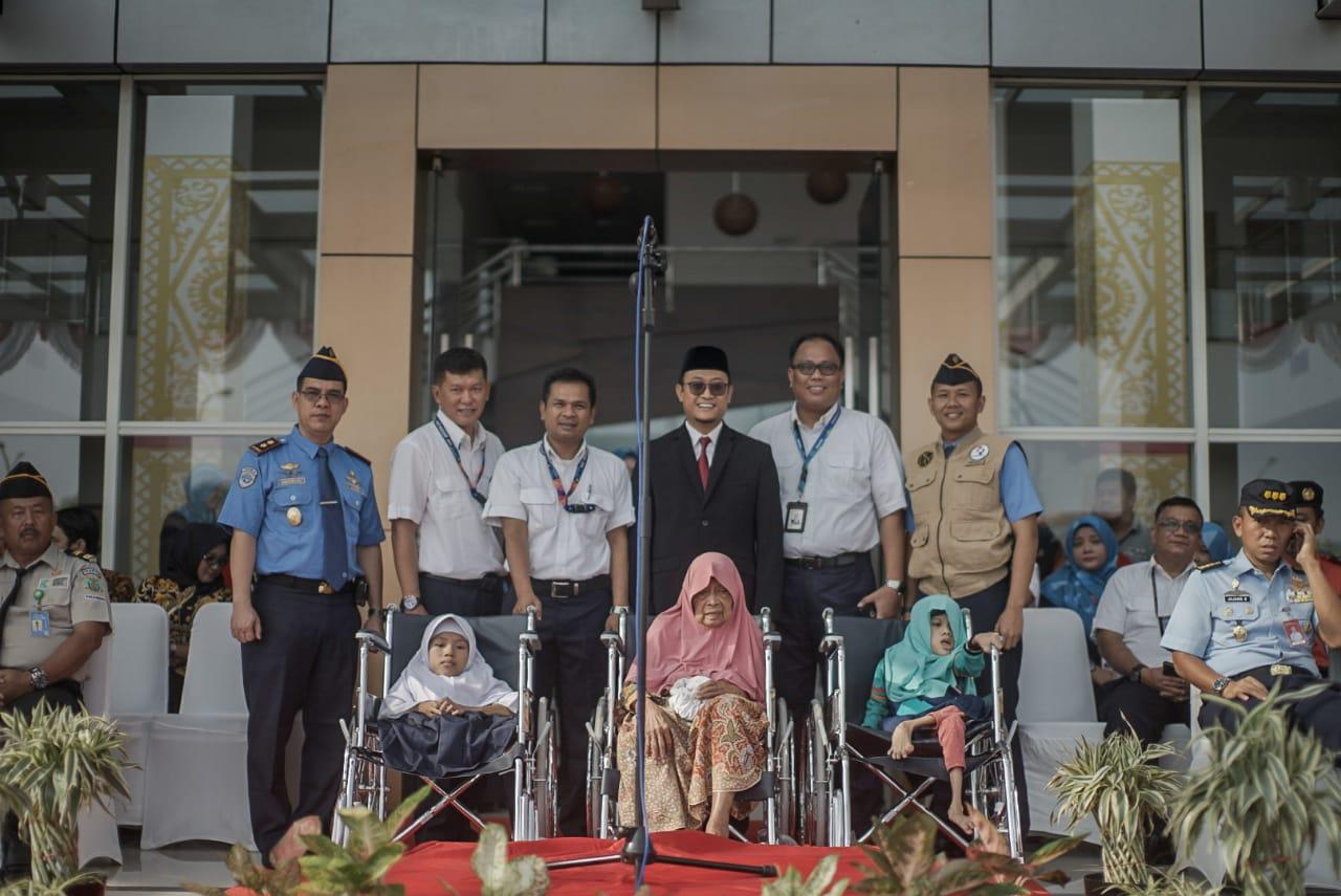 PT Angkasa Pura II (Persero) Bandara SSK II Pekanbaru Gelar Upacara Memperingati HUT RI Ke 74 Tahun 2019 dan Penyerahan Bantuan 60 Kursi Roda Untuk Disabilitas