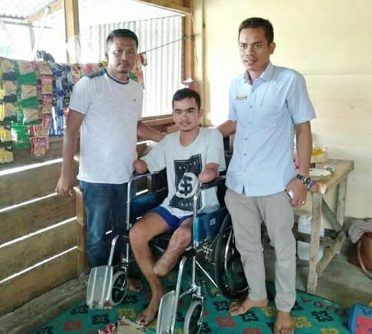 Keren! Baru Dilantik Tomi Selian, Anggota DPRK Aceh Tenggara Bantu Korban Sengatan Listrik