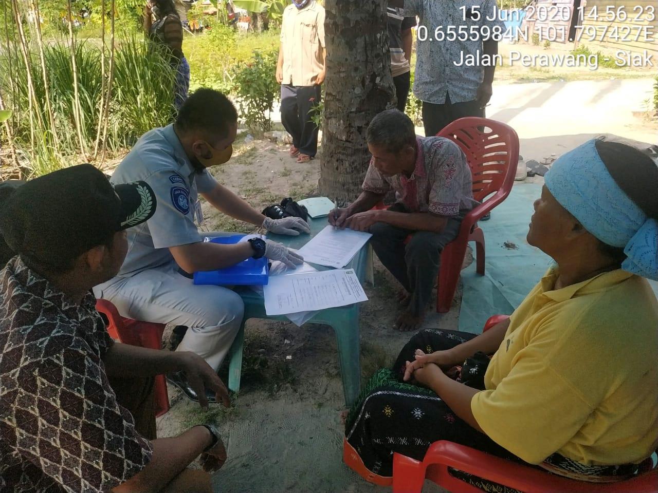 Dalam Hitungan Jam, Petugas Jasa Raharja Riau Serahkan Santunan Korban Laka Lantas di Kabupaten Siak
