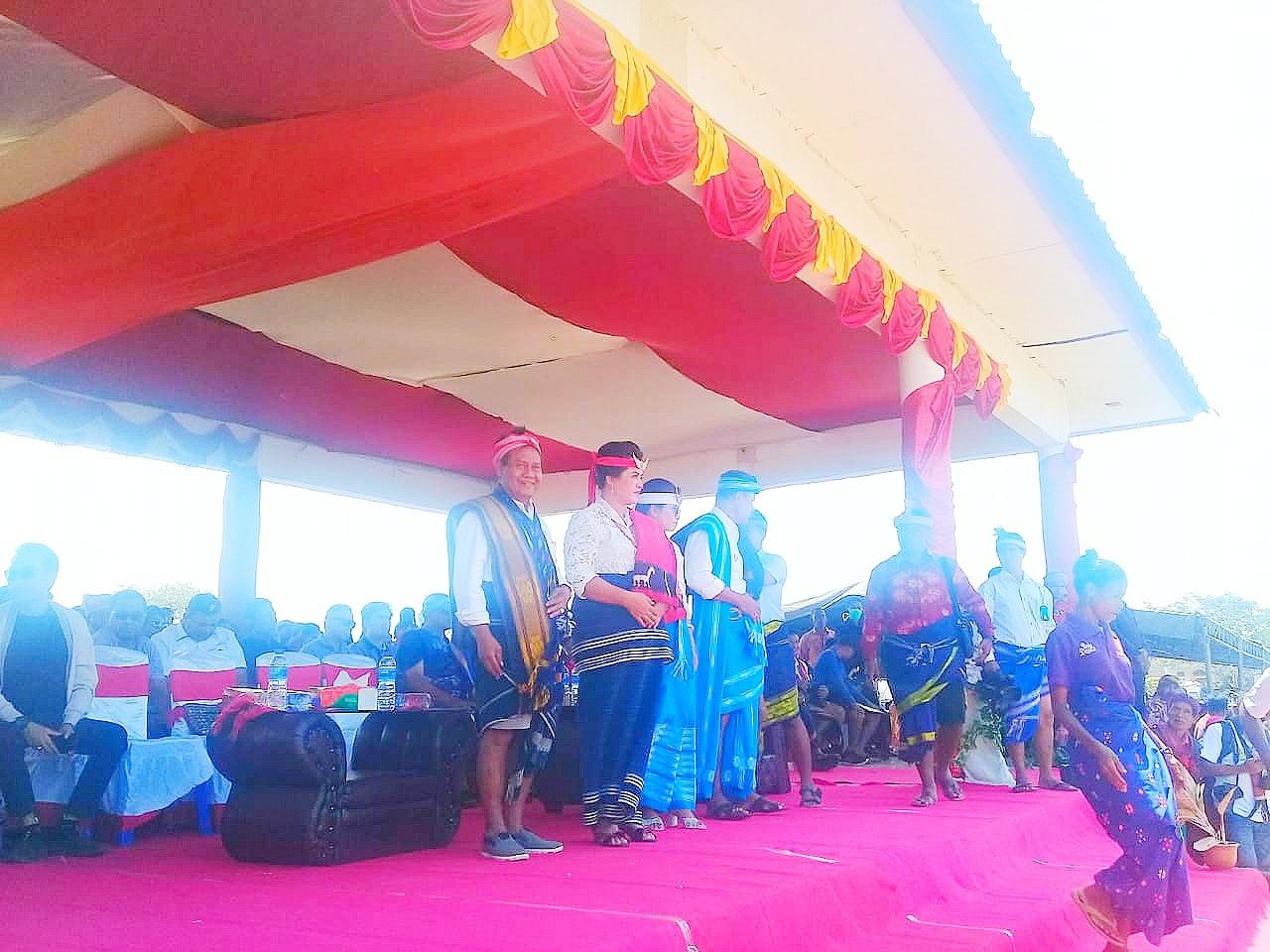 Puluhan Ribu Warga Sumba Barat Daya Hadiri Syukuran Pesta Rakyat Bupati dan Wakil Bupati