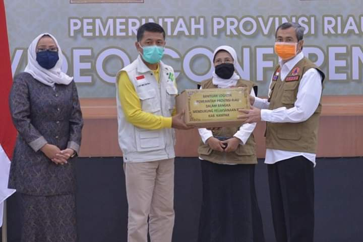 Melalui Aplikasi Virtual, Gubri Serahkan Bansos Kepada Kabupaten/Kota Se Provinsi Riau