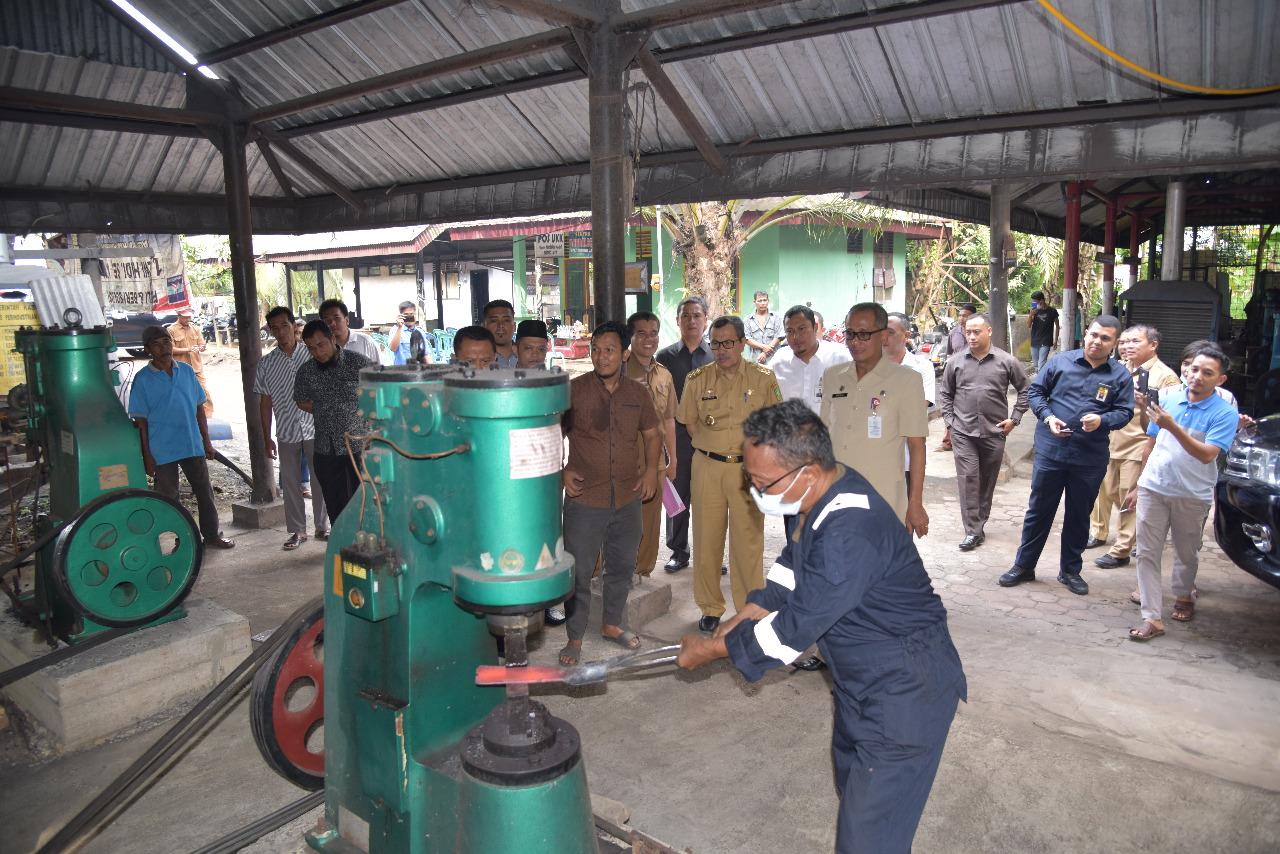 Sentral Industri Kecil dan Menengah Pandai Besi Rumbio Jaya Steel Naik Kelas
