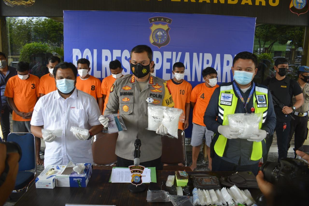 Satres Narkoba Polresta Pekanbaru Amankan 8 Tersangka Sindikat Narkoba Jaringan Malaysia, Barang Bukti 4 Kg Sabu Disita