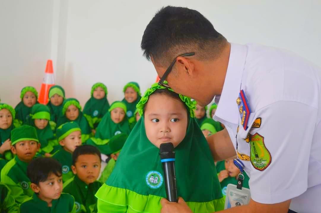 Dishub Muba Kenalkan Anak-anak TK IT Sekayu Rambu-rambu Lalu Lintas