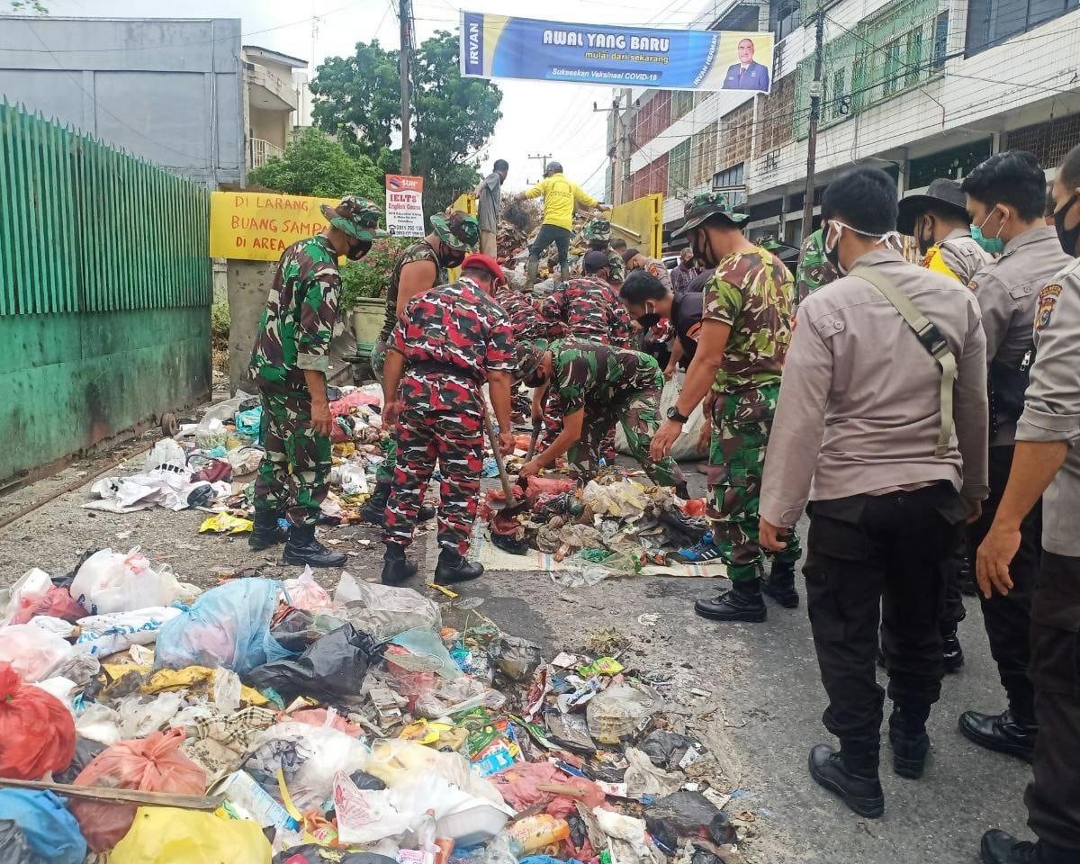 Ciptakan Kota Pekanbaru Bebas Sampah, Danrem 031/WB : Karena Pekanbaru Adalah Rumah Kami, Kami Juga Berkewajiban Untuk Membersihkan Rumah Kami