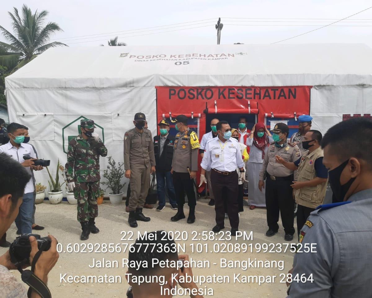 Bupati Kampar Bersama Kapolres Kunjungi Pos Check Point Penanggulangan Covid-19 di Simpang Petapahan Tapung