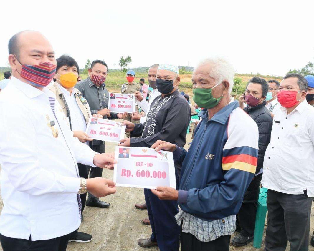 Bupati Taput Bersama Gubsu Launching BLT Provinsi dan BLT Dana Desa