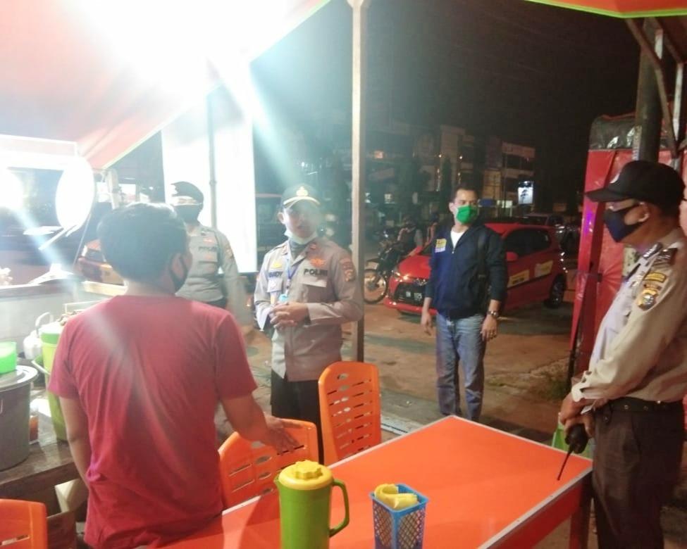 Kapolsek Payung Sekaki Pekanbaru Terjun Langsung Pantau Pelaksanaan PSBB