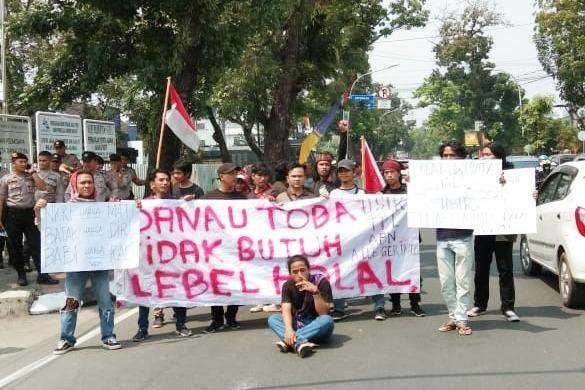 Mahasiswa Peduli Danau Toba Demo BPODT