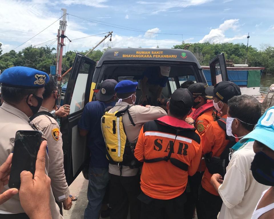 Sedang Memancing, Warga Temukan Jasad ABK Kapal Yang Tenggelam di Sungai Siak