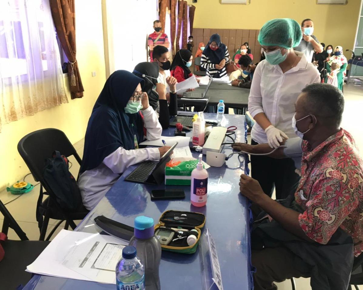 Batalion Vaksinator Polda Riau Back Up Vaksinasi Lansia Di Kabupaten Kampar