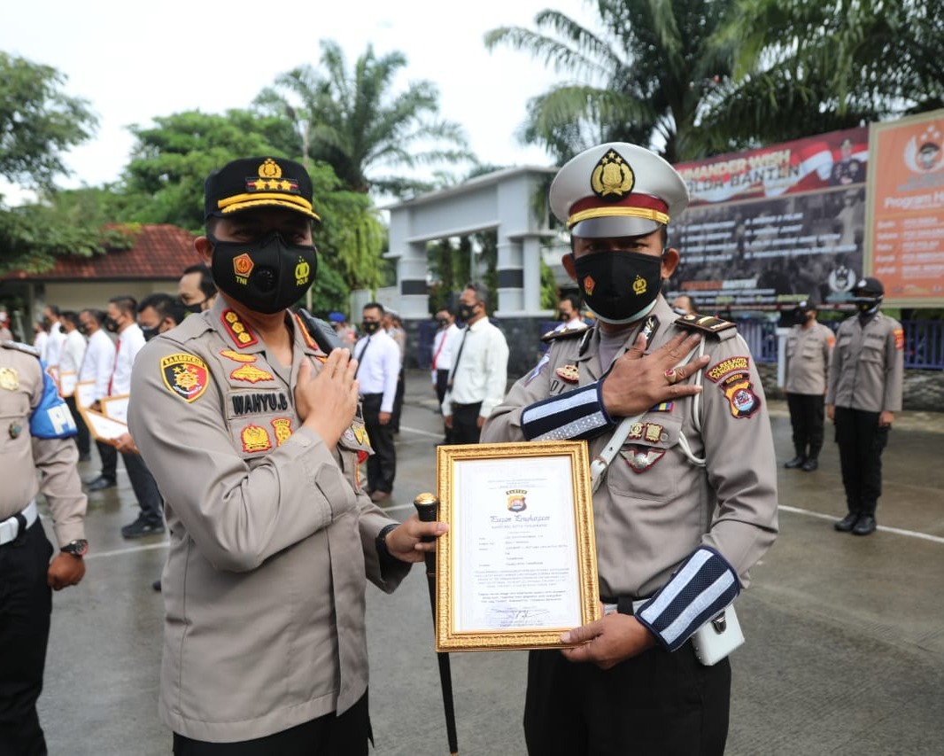 Kapolresta Tangerang Berikan Penghargaan Sebanyak 44 Kepada Personel Yang Berprestasi