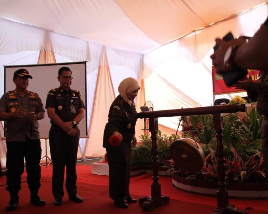 Kajati Riau Dr. Mia Amiati, SH, MH Hadiri Penandatanganan MoU