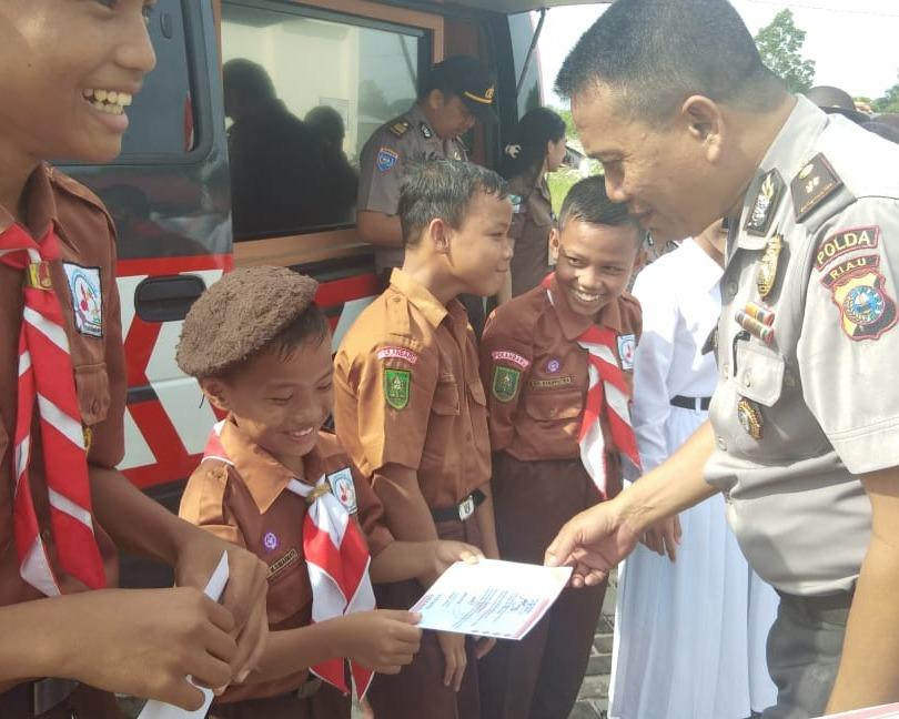 Polda Riau Melaksanakan Kegiatan Penyuluhan Kamtibmas Di SMP Negeri 44 Pekanbaru