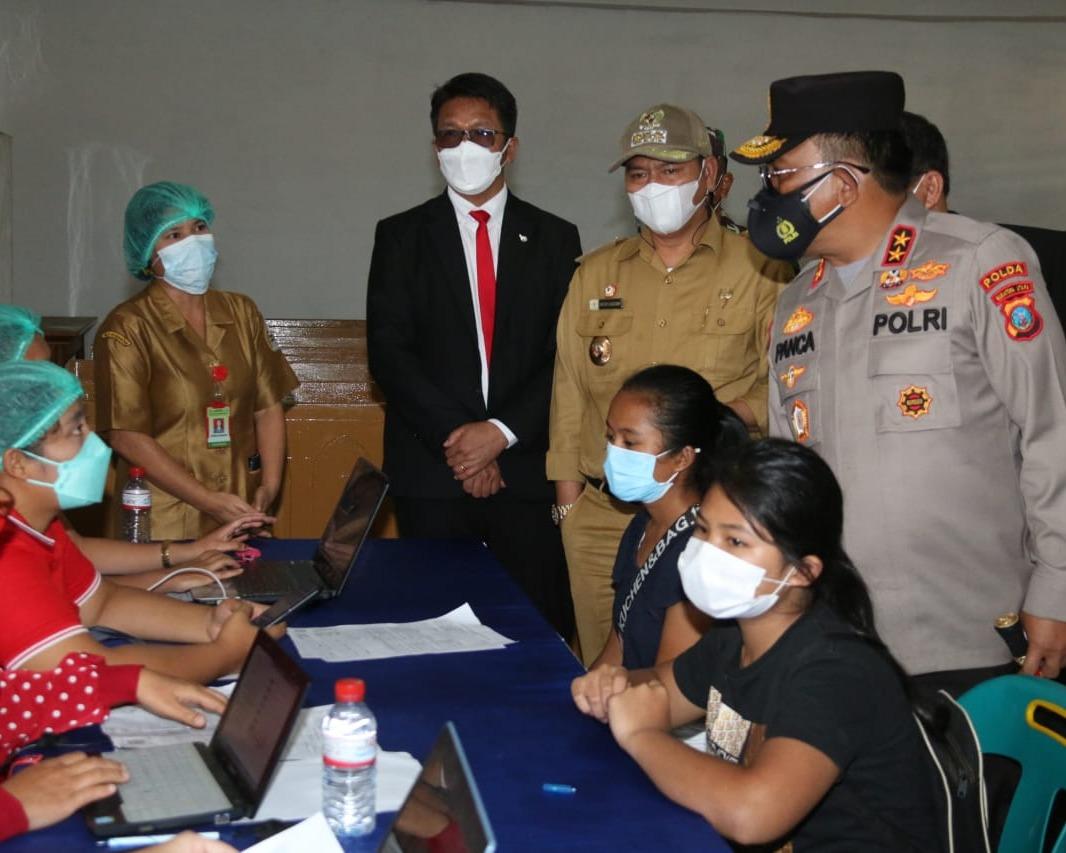 Bupati Taput Bersama Ompui Ephorus HKBP Terima Kunker Kapolda Sumut Dalam Rangka Pelaksanaan Vaksinasi Polri di Kantor Pusat HKBP Pearaja Tarutung