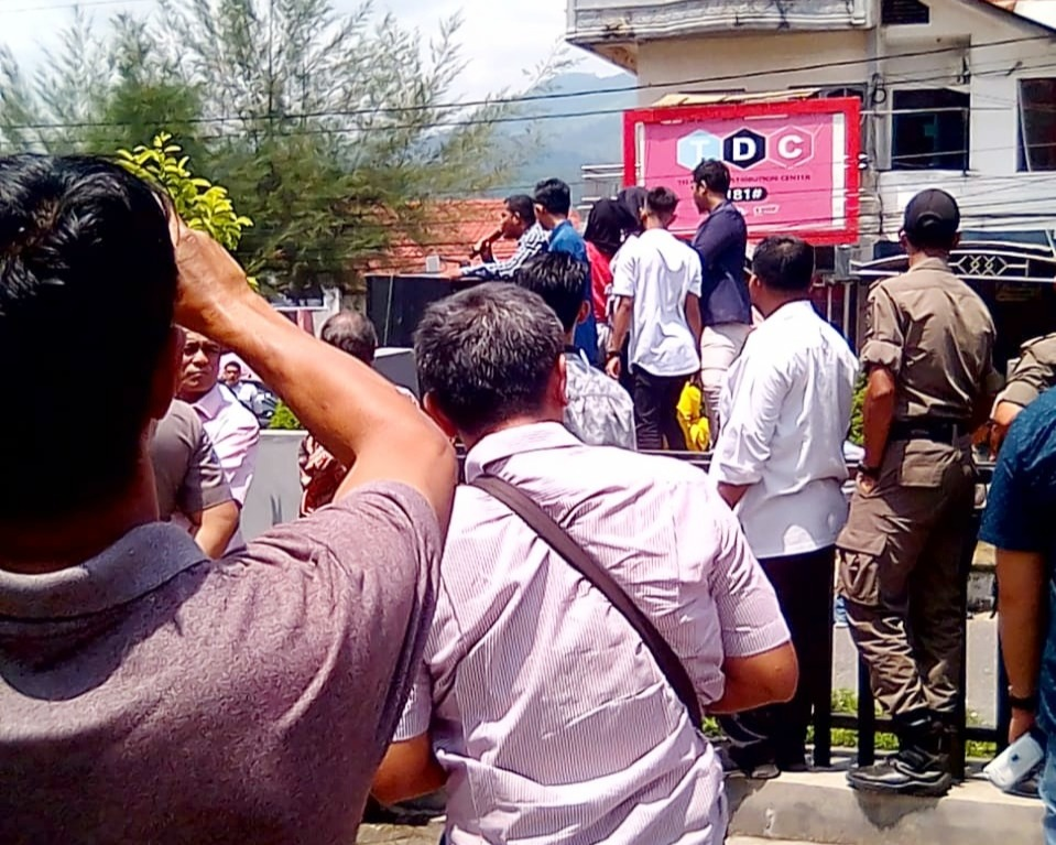 Kelangkaan Pupuk, Puluhan Mahasiswa UGL Aceh Tenggara Demo Kantor Bupati dan DPRK