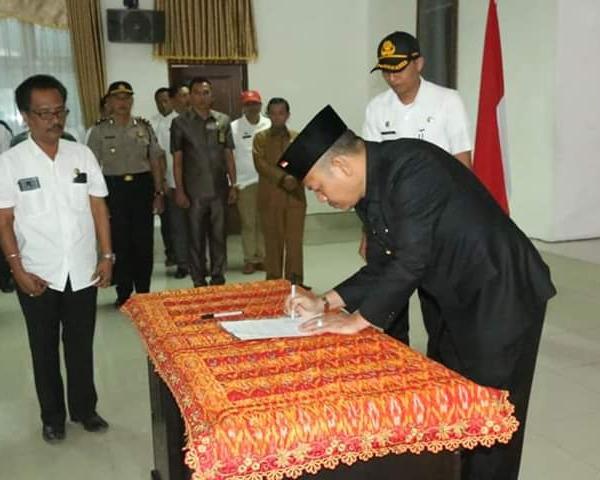 Bupati Taput Nikson Nababan Lantik Sekretaris Daerah dan Kadis Pendidikan