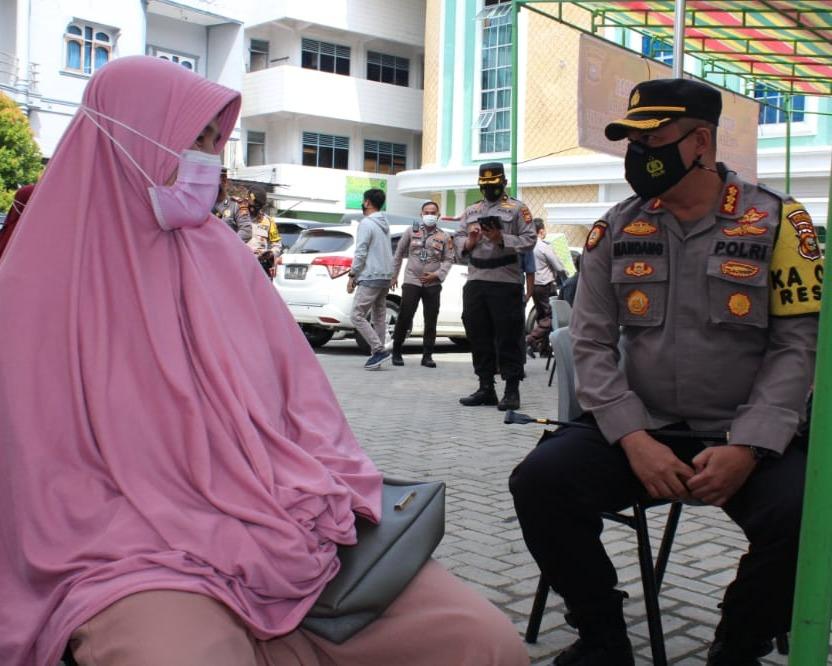Kapolresta Pekanbaru Lakukan Pengecekkan Pelaksanaan Vaksinasi Covid-19 di Pondok Pesantren Miftahul Huda