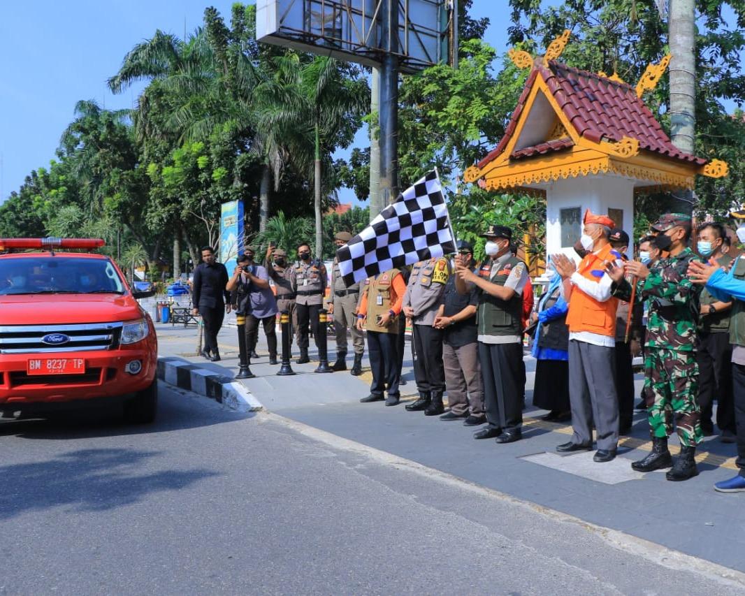 Dandim 0301/PBR Dampingi Wali Kota Pekanbaru Bersama Forkompinda Kota Lepas Tim Satgas Covid-19 Untuk Lakukan Penyemprotan Disinfektan