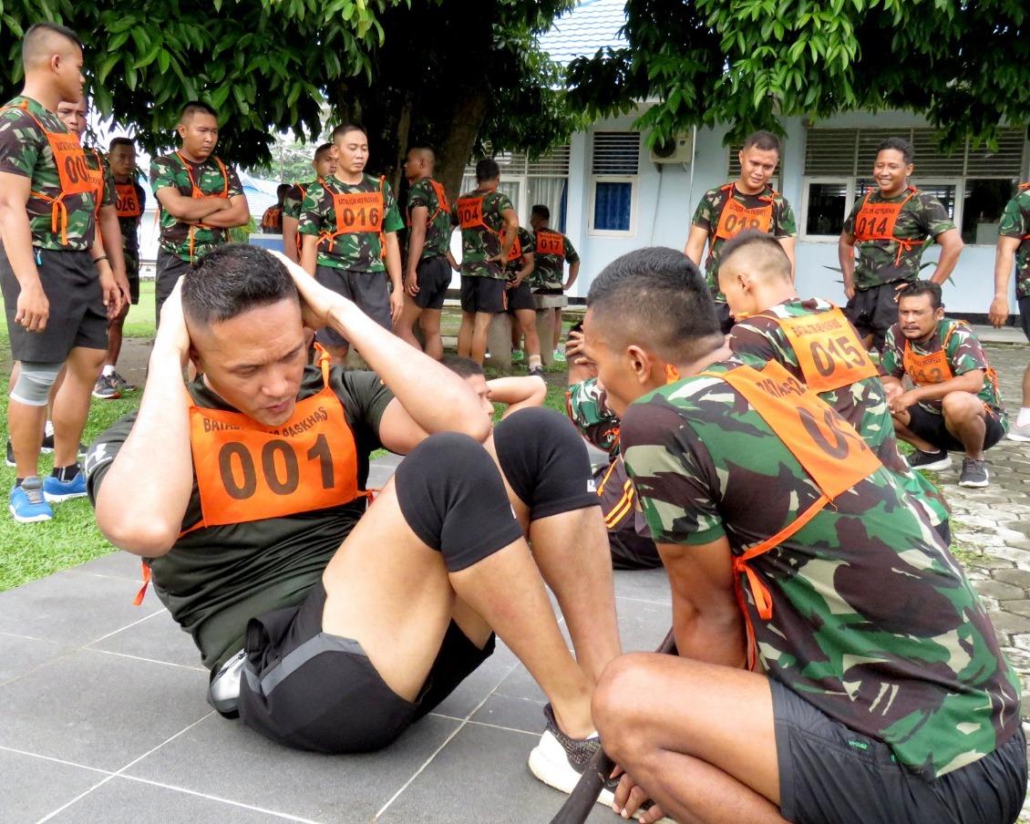 Prajurit Yonko 462 Paskhas Laksanakan Kesemaptaan Jasmani